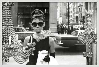 Gerahmte Poster Audrey Hepburn - window